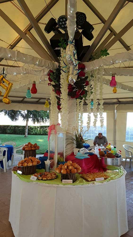 Buffet per festa di compleanno nel parco